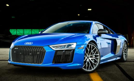 Rent Audi R8