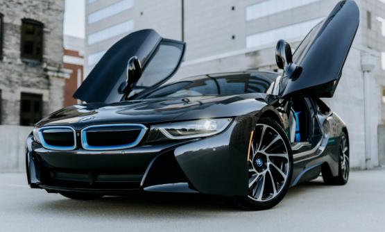 Rent BMW I8