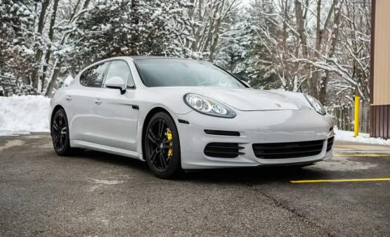 Rent Porsche Panemera